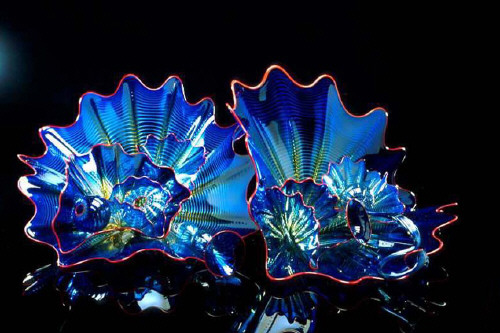 Vienna blue persian set with crimson lip wraps 1999 by dale chihuly presented by frank lloyd - Glass art by artis ...