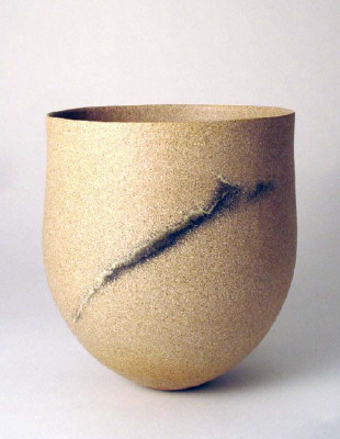 Artist: Jennifer Lee, Title: Sand grained pot, haloed trace, 2004 - click for larger image