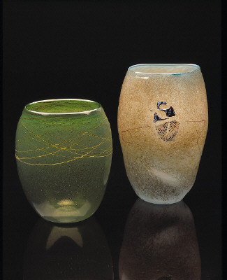 Artist: Dale Chihuly, Title: Left to Right: Malabar Green Basket with Citrine Body Wrap, 1978; Granite Basket with Shard Drawing, 1978 - click for larger image