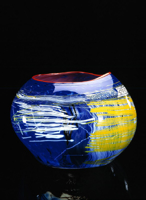 Artist: Dale Chihuly, Title: Rose Soft Cylinder with Red Lip Wrap, 1989 Photography: Claire Garoutte - click for larger image