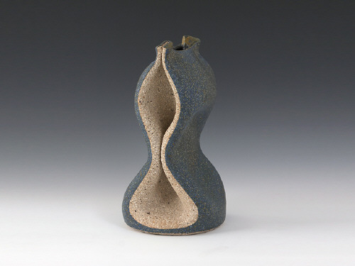 Artist: Gustavo Pérez, Title: Vase (05-351), 2005 - click for larger image