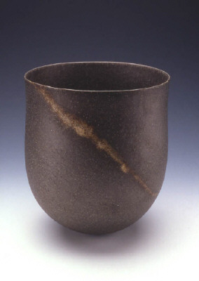 Artist: Jennifer Lee, Title: Dark polished pot, granite trace, 2003  - click for larger image